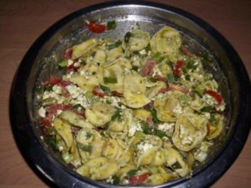7 tortellini salat mit pesto rezepte. Black Bedroom Furniture Sets. Home Design Ideas