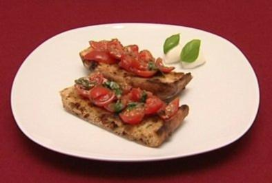 Bruschetta mit Kirschtomaten und Basilikum