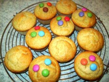 zitronen joghurt muffins rezept mit bild. Black Bedroom Furniture Sets. Home Design Ideas