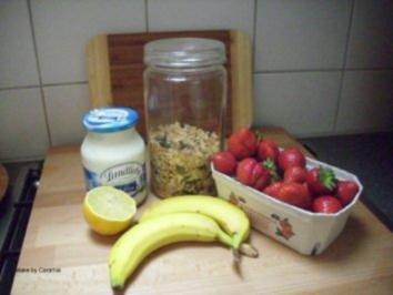 hausgemachtes m sli mit erdbeer bananen p ree und joghurt rezept. Black Bedroom Furniture Sets. Home Design Ideas
