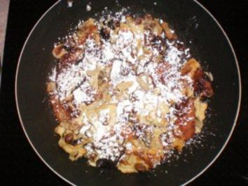 Kaiserschmarn mit pfeln, Rosinen und Vanillesoe