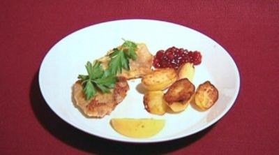 Schnitzel mit Bratkartoffeln und Preiselbeeren (Thorsten Nindel)