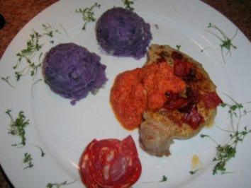 schweinestaeks mit blauen kartoffel tr ffel p ree und chorizo paprika sauce rezept. Black Bedroom Furniture Sets. Home Design Ideas