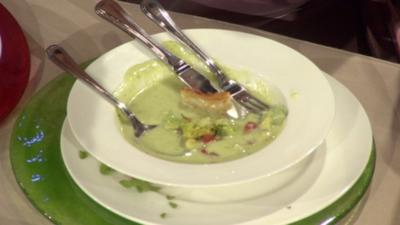 Rezept: Avocadosuppe mit Chili-Garnelen (Nadine Krger)