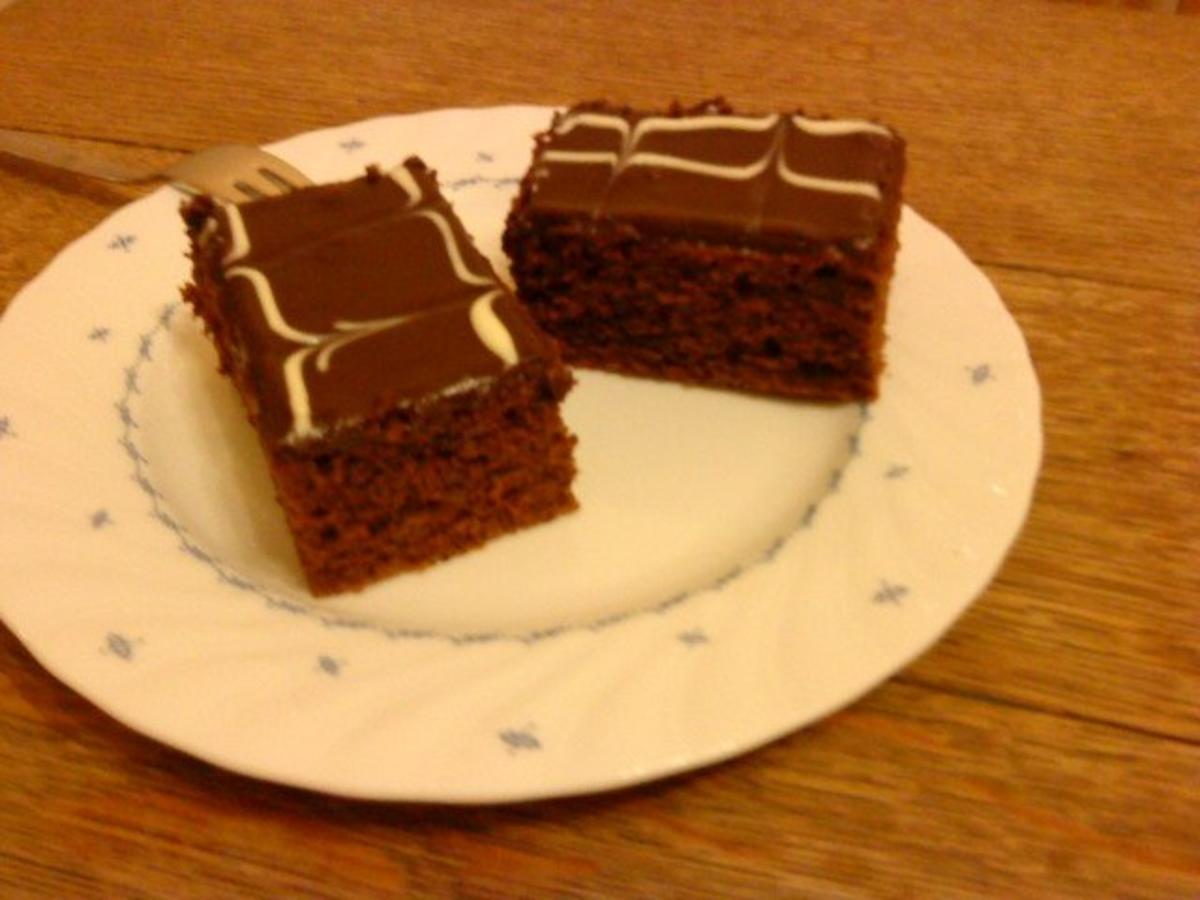 schokoladenkuchen vom blech saftig lecker rezepte suchen. Black Bedroom Furniture Sets. Home Design Ideas
