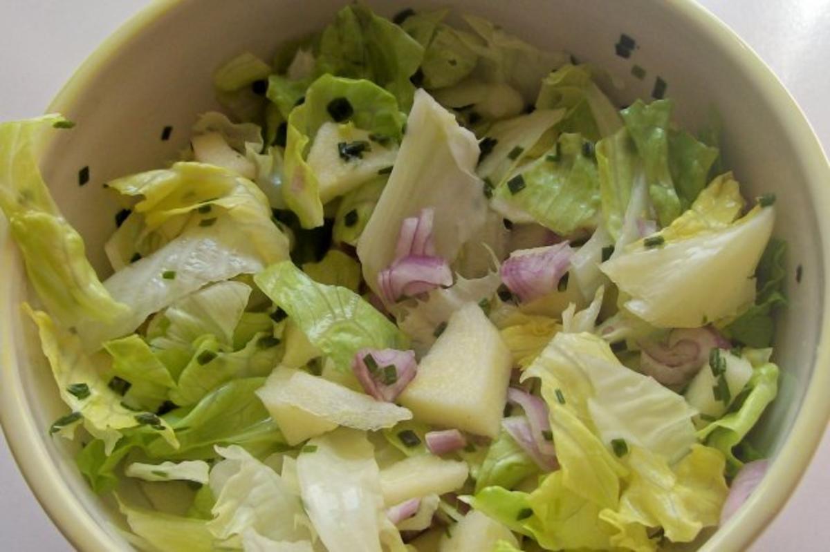 salate einfacher gr ner salat mit apfel und schalotte rezept. Black Bedroom Furniture Sets. Home Design Ideas