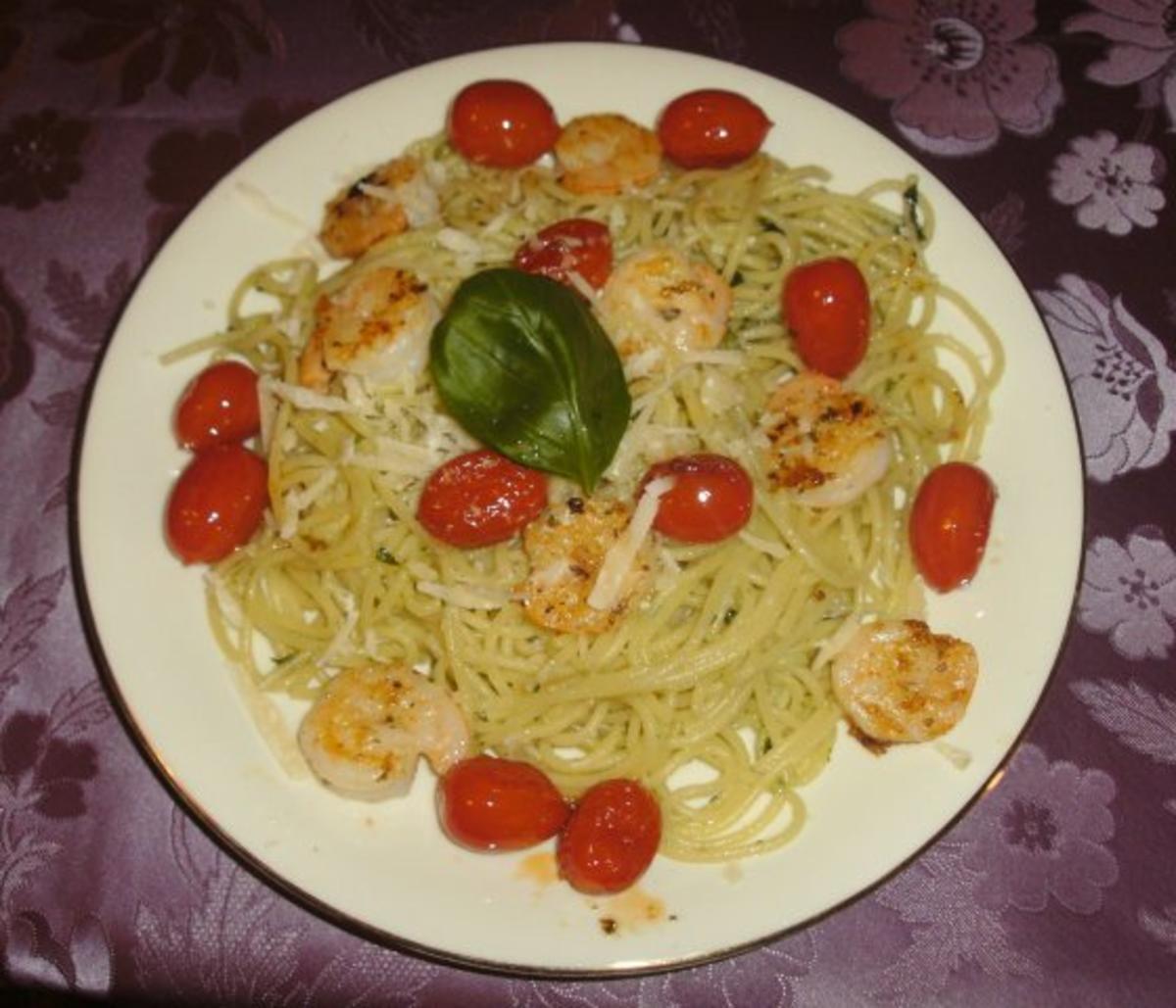 spaghetti in basilikum knoblauch l mit garnelen und tomaten rezept. Black Bedroom Furniture Sets. Home Design Ideas