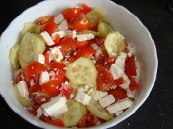 2 gurken tomaten feta salat rezepte. Black Bedroom Furniture Sets. Home Design Ideas