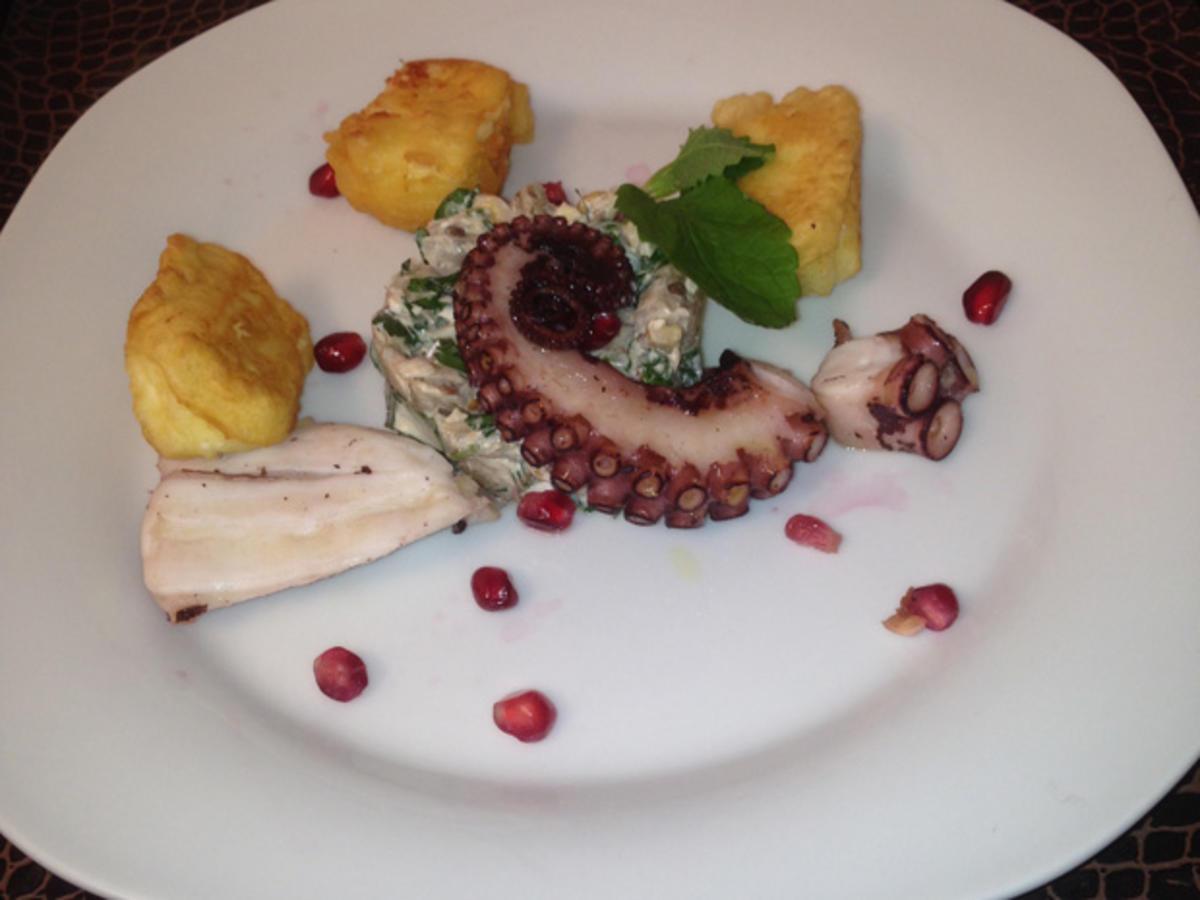 octopus an auberginensalat mit ausgebackenem schafsk se rezept. Black Bedroom Furniture Sets. Home Design Ideas